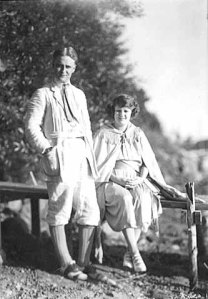 F. Scott and Zelda Fitzgerald in 1921. By Kenneth Melvin Wright (Minnesota Historical Society) [Public domain], via Wikimedia Commons.